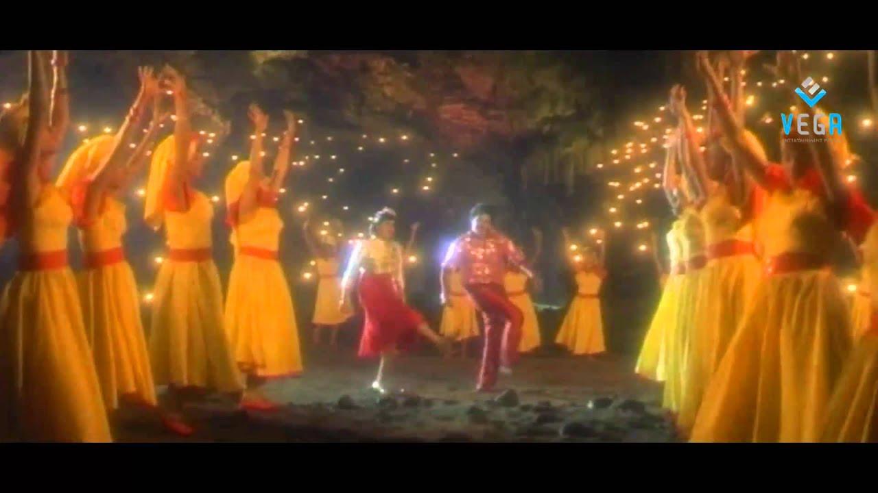 Download Paruvala Chilakala Kolika Video Song - Muddula Menalludu