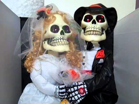 27 Electronic Skeleton Bride Groom Singing Ive Got You Babe