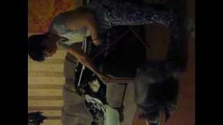 Собака вешает белье