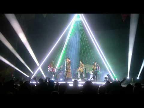 Rihanna and The Klaxons - Umbrella - BRIT Awards (20/2/08)