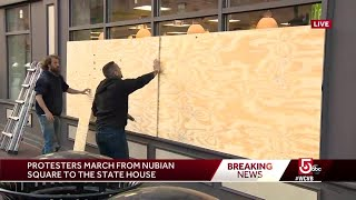 Boston 7-Eleven begins boarding up windows after thousands of peaceful protesters pass by