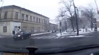 Rendőr ütközik személyautóval Budapesten - Vezess.hu