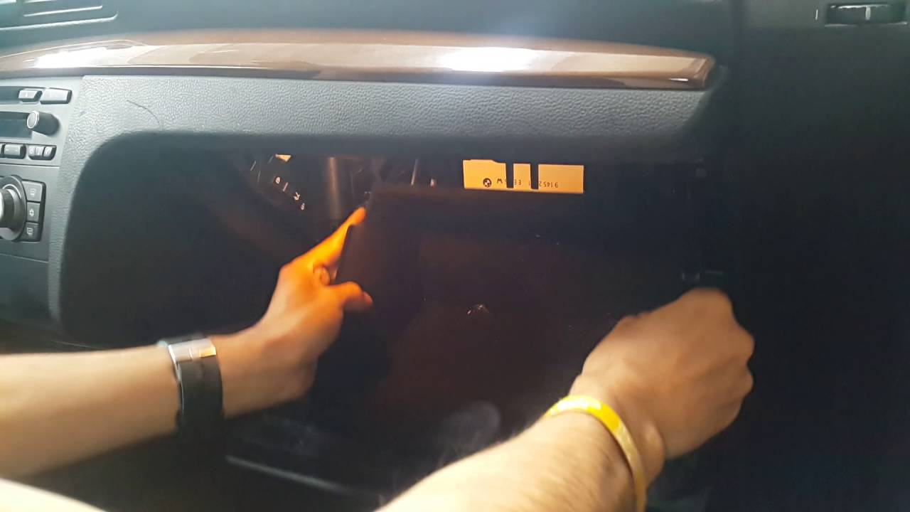 bmw 1 series fuse box location caja de fusibles e81 e82 e87 e88 youtube [ 1280 x 720 Pixel ]