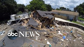 Massive sinkhole swallows two homes in Florida thumbnail
