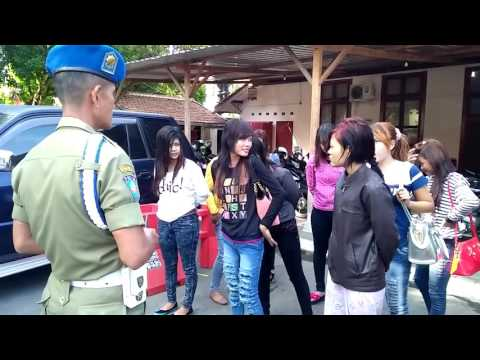 Pemandu Karaoke  Kudus dikerjai  satpol pp
