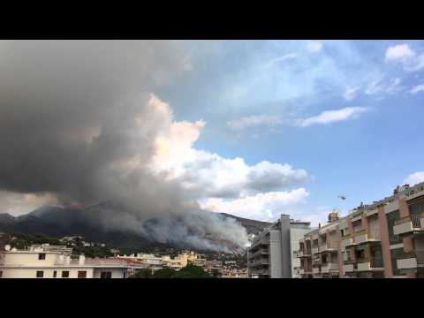 09.09.2015: Fire in Ventimiglia, Italia, mentone, France, rescues helicopter, smoke
