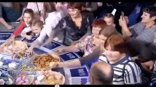Зрители шоу «Поле чудес» устроили давку из за бесплатной еды на барабане