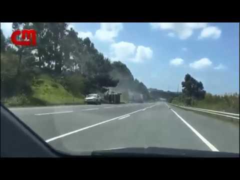 Unha brutal colisión entre dous camións causa dous mortos no sur de Portugal