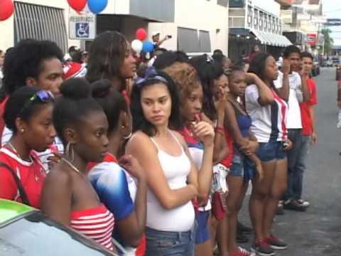 Costa Rica vs Grecia celebración en puerto Limón Costa Rica