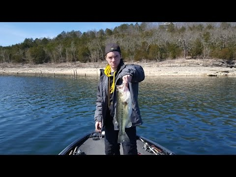 Table rock lake video fishing report march 20 2017 youtube for Table rock lake fishing