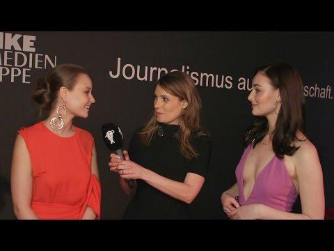 Sonja Gerhardt und Maria Ehrich im Red Carpet Interview bei der goldenen Kamera 2017