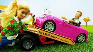 У Кевина и Барби в лесу сломалась машина. Игры в куклы