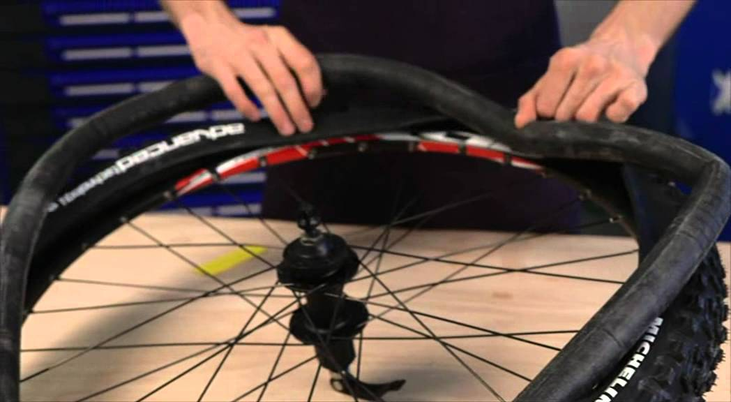 Michelin montage pneu vtt avec chambre air youtube for Chambre a air vtt increvable