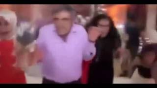 Взрыв на свадьбе в Турции : 30 человек погибли(Взрыв прогремел во время свадебного торжества. На видео видно, что люди пытаются помочь пострадавшим и..., 2016-08-22T11:02:53.000Z)