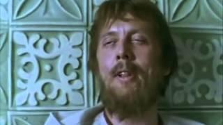 Вадим Спиридонов поёт песню в фильме Демидовы