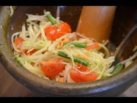 How to Make Thai Papaya Salad - Som Tum ส้มตำ (Thai Food)