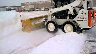 Bobcat S650 skidsteer plowing snow live edge metal pless snowpusher