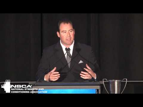 matt-krause-accepts-the-nsca-2018-professional-strength-and-conditioning-coach-of-the-year-award