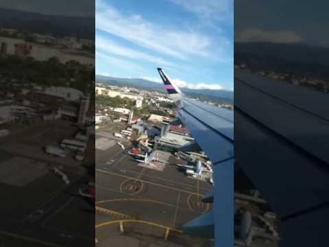 Despegue desde el aeropuerto internacional Juan Santamaria Costa Rica