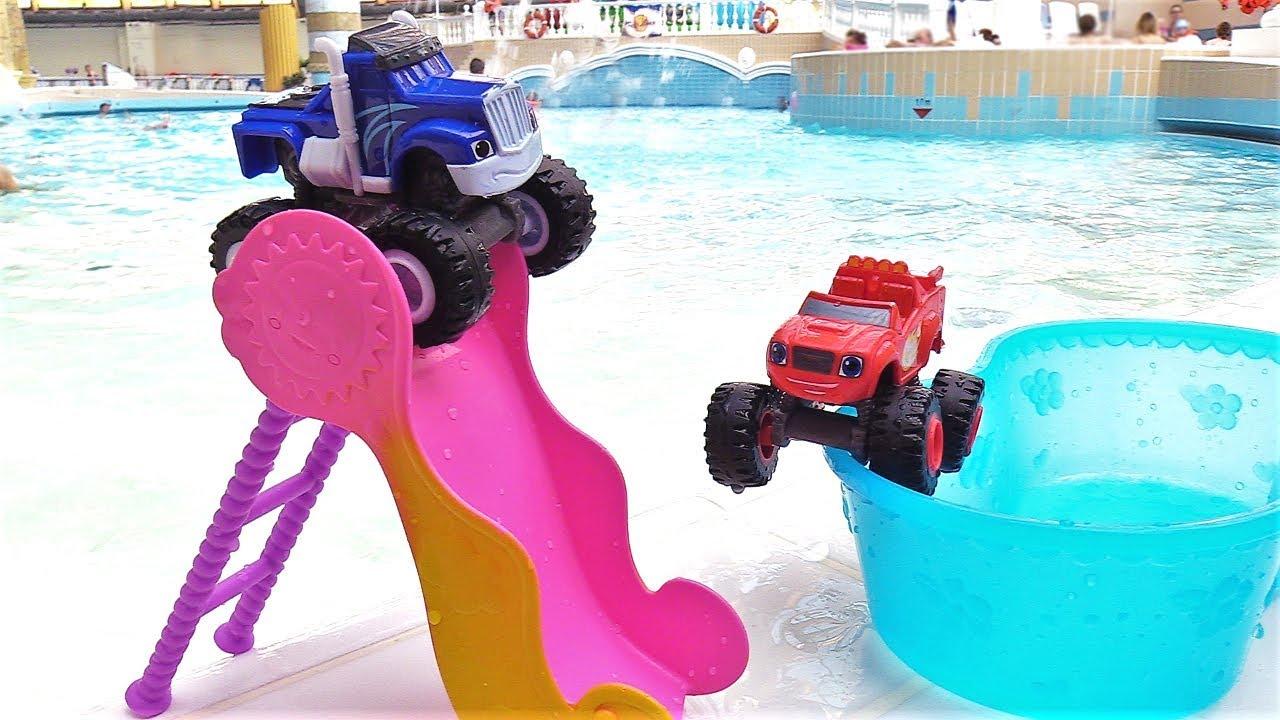 Вспыш в аквапарке — Машинки из мультиков катаются с горок ...