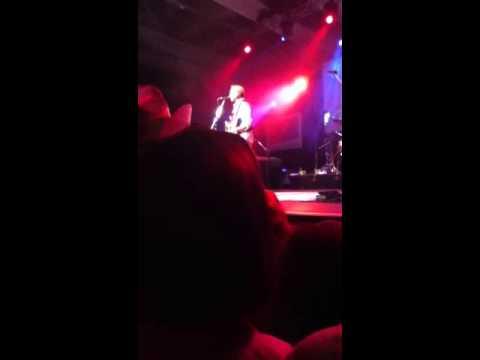 Kevin Costner Live