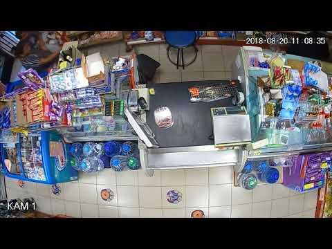 Майка краде пари от магазин в Бургас