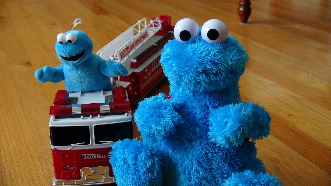 Cookie Monster Count N Crunch , Rides The Firetruck To