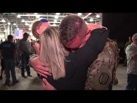 Welcoming Home Hundreds of American Soldiers on United Airlines Flight - Highlight Film