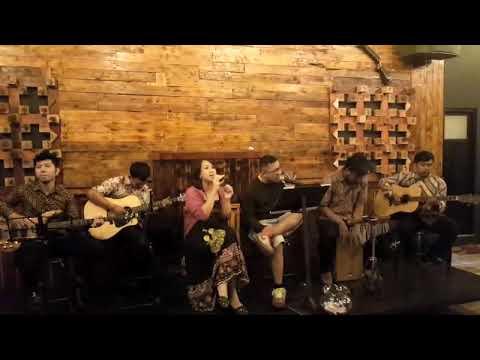 Nia AFI & Adit AFI at Delizioo Coffee & Lounge LAMONGAN