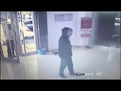 شاهد: ماذا حل بلص حاول سرقة مصرف في تركيا باستخدام مسدس بلاستيكي