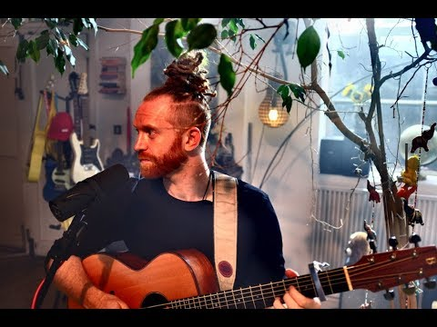 Newton Faulkner - 10 Year Anniversary vid of Hand Built By Robots