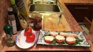 Салат Капрезе из моцареллы с помидорами