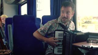 Maraveyas - To kalokeri efige (LIVE session on train)