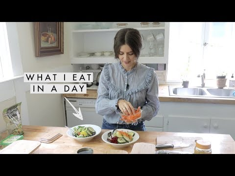 What I Eat In A Day - Making Lunch Together | Dearly Bethany thumbnail