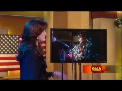 Martina McBride Performs Blue Christmas On Good Morning America