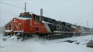 CN TRAIN IN MONTREAL SNOWSTORM / 01-13-18