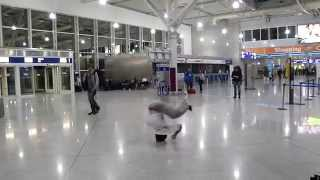 Headspin at the Athens international airport | Just b gun | IBE 2009 trip(, 2014-05-12T12:53:27.000Z)