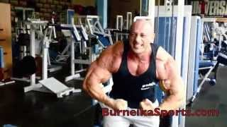 IFBB Pro Robert Burneika before contest in Dubai 2014 2017 Video