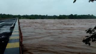 Par river near Dharampur, Gujarat, due to heavy rain flooded video taken on 2/8/16