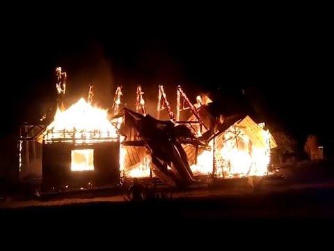 شاهد .. إضرام النار في كنيسة في تشيلي  - نشر قبل 4 ساعة