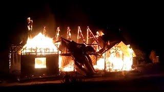 شاهد .. إضرام النار في كنيسة في تشيلي