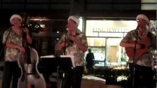 Coyne St Trio Christmas @BeachWalk Maori Brown Eyes