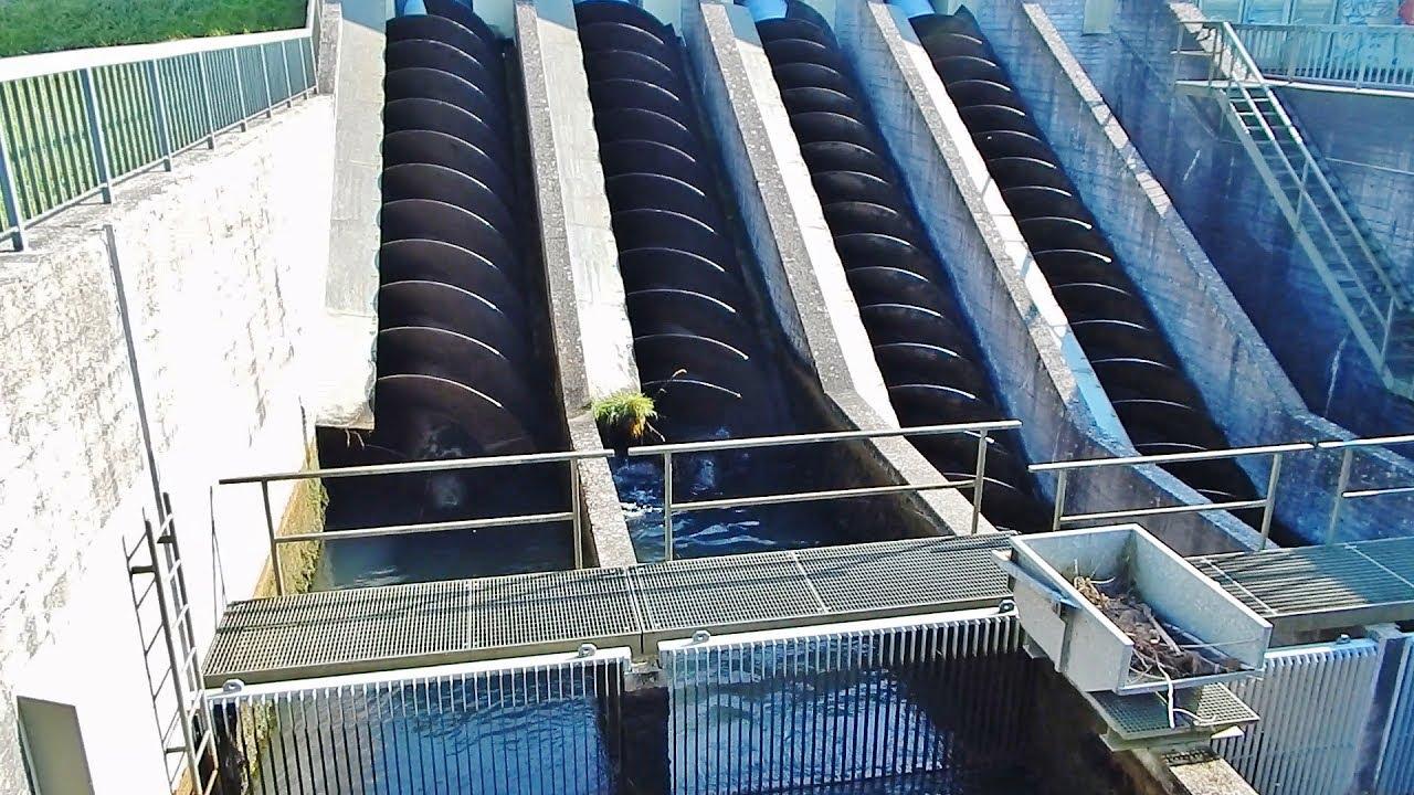 archimedean screw water pump in action