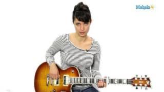 how to play a e minor (em) chord on guitar