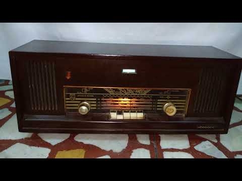 Vintage Philips Valve Radio working
