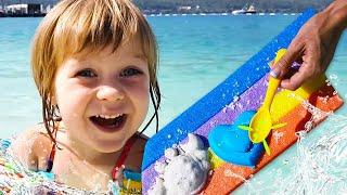Фото Бьянка и Маша Капуки на море в Турции играют в песок — Привет, Бьянка!