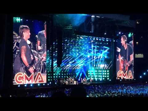 Keith Urban - Raise Em Up Ft. Eric Church - CMA Fest 2015 (HD)