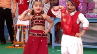 dance performance on kajra mohabbat wala......by d.a.v. school kids,paonta sahib.