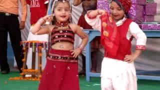 dance performance on kajra mohabbat wala......by d.a.v. school kids,paonta sahib.