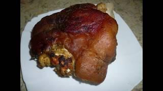 Нежная и сочная свиная рулька .